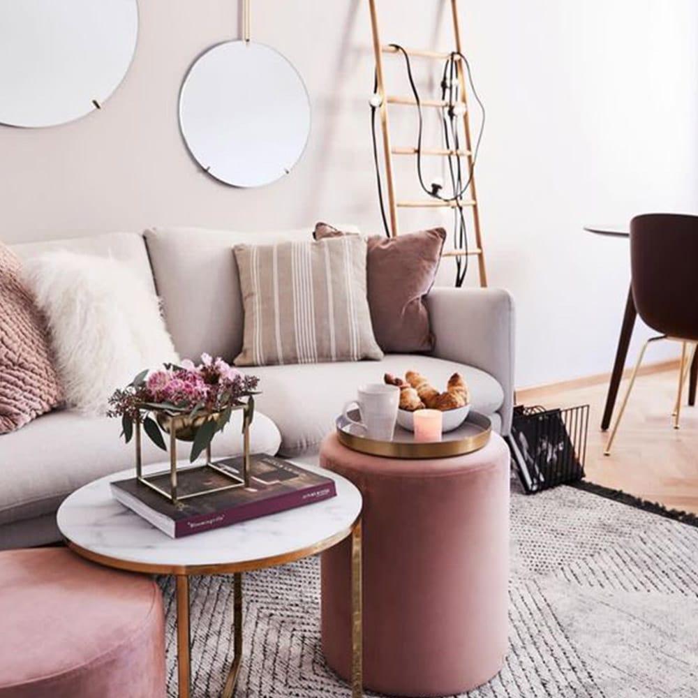 salon décoré rose
