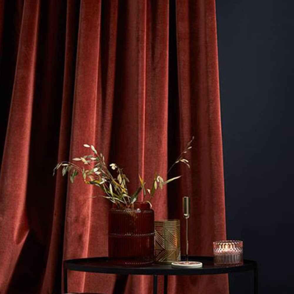 rideaux en velours rouge